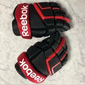 REEBOK. Boys Hockey Gloves.